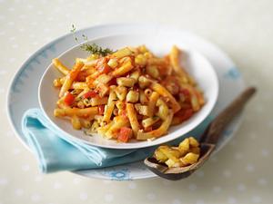 Pasta mit Paprikasoße und Kartoffelcroûtons Rezept