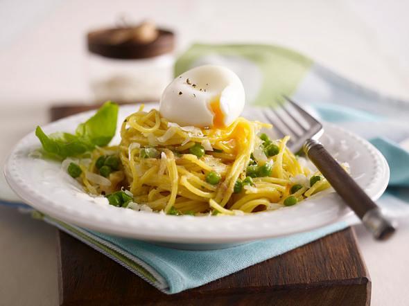 Pasta mit Parmesanbutter und Erbsen Rezept