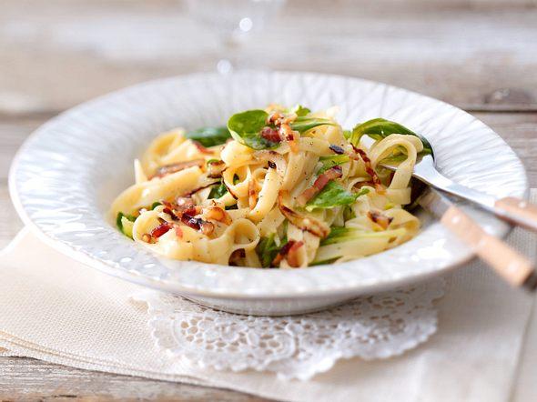 Pasta mit Vanille-Carbonara und Feldsalat Rezept