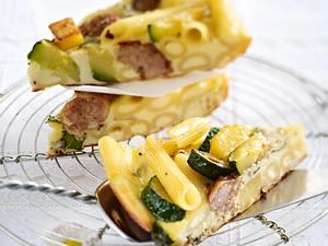 Penne-Frittata mit Kartoffeln und Salsicce Rezept
