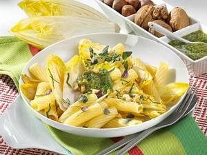 Penne mit Chicorée und Nuss-Pesto Rezept