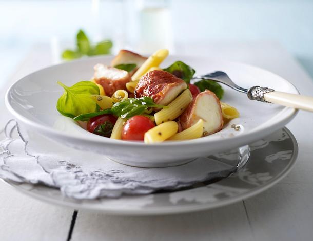 Pennesalat mit Mozzarella in Parmaschinken Rezept