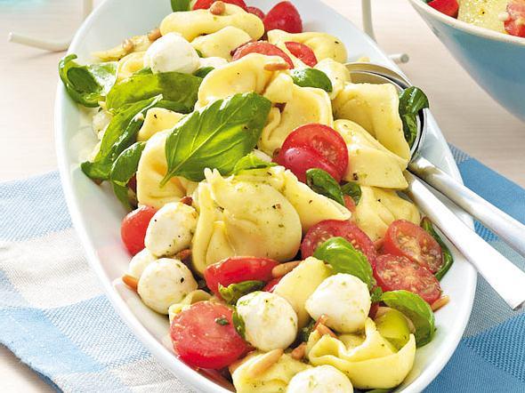 Pesto-Tortellinisalat alla caprese Rezept