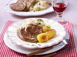 Pfälzer Saumagen mit Rahmsauerkraut und Röstkartoffel Rezept