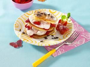 Pfannkuchen-Turm mit Erdbeerquark Rezept