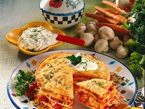 Pfannkuchenturm mit Gemüse-Tomaten-Soße Rezept