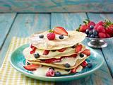 Pfannkuchenturm mit Quarkcreme und Beerenfrüchten Rezept