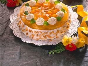 Pfirsich-Ananastorte mit Vanille-Mandelcreme Rezept