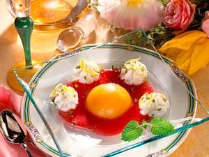Pfirsichdessert mit Zitronenquark und Himbeerpüree Rezept