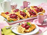 Pflaumen-Kopenhagener mit Marzipan und Vanilleeis Rezept