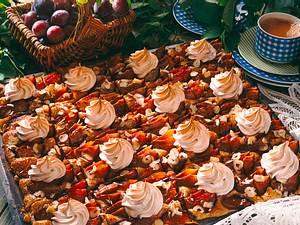 Pflaumen-Nuß-Kuchen mit Zimtbaiser Rezept