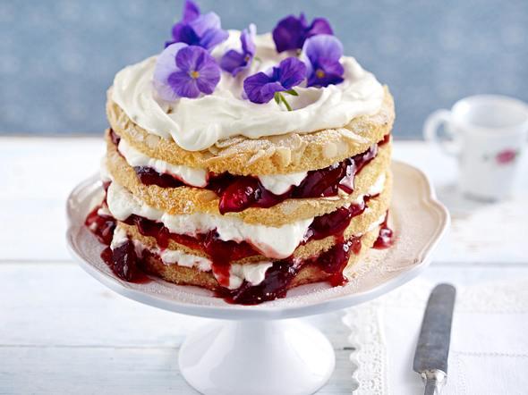 Pflaumen-Schmand-Torte mit Mandelböden Rezept