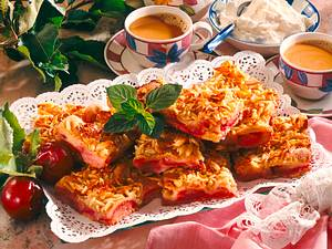 Pflaumenblechkuchen mit Mandelkrokant Rezept