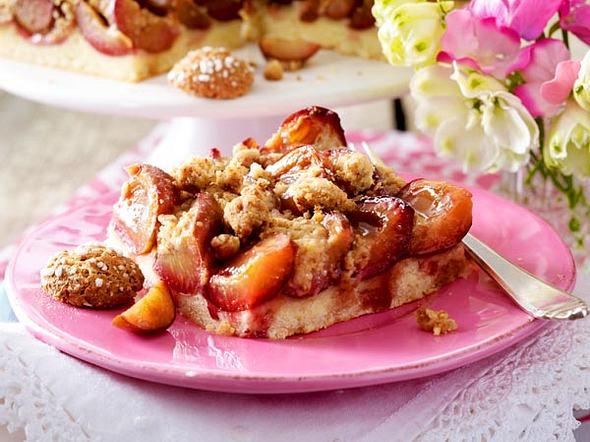 Pflaumenkuchen vom Blech mit Amarettini-Streuseln Rezept