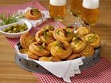 Pikante Käse-Tomaten-Schnecken Rezept