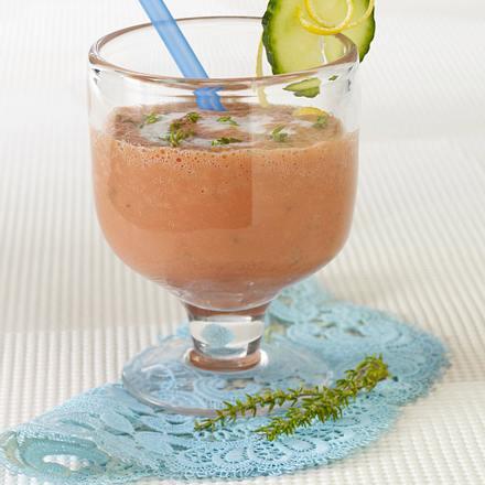 Pikanter Buttermilch-Drink mit Gemüsesaft Rezept