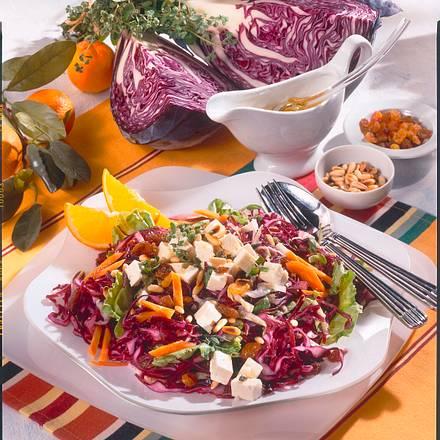 Pikanter Rotkohl-Salat mit Feta Rezept