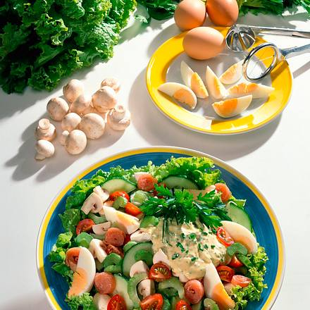 Pikanter Salat mit Ei Rezept