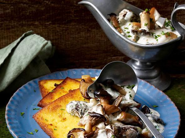Pilze in Dijonsahne mit gebratener Ricottapolenta Rezept