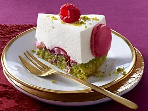 Pistazien-Torte mit Himbeeren und Litschi-Mousse Rezept