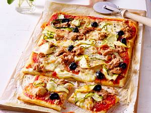 Pizza mit Thunfisch und Zucchini Rezept