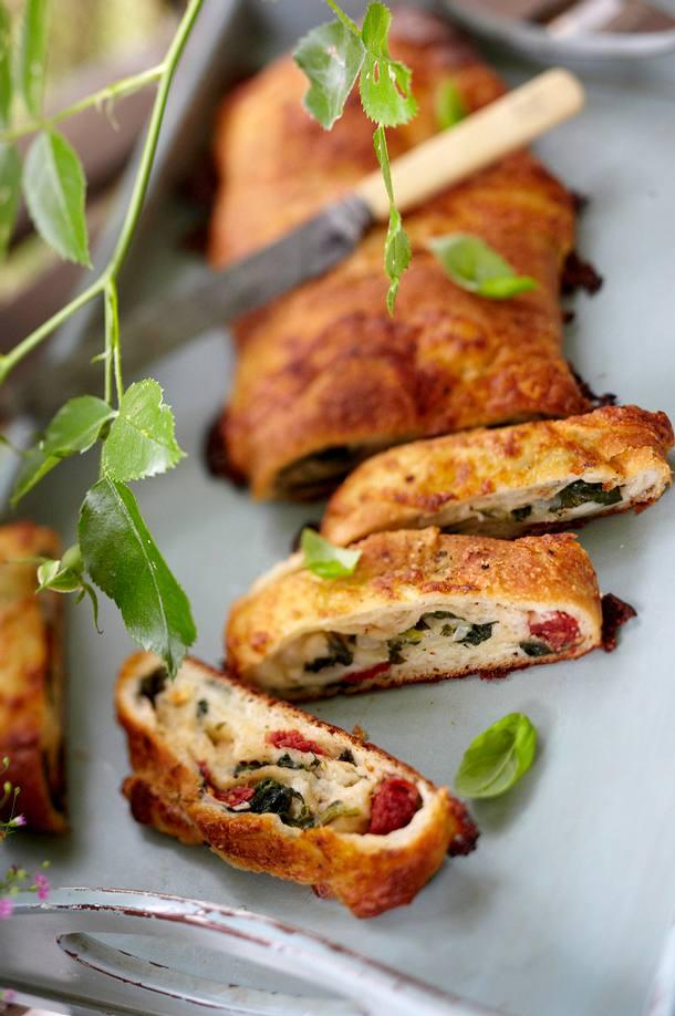 Pizzarolle mit spinat getrockneten tomaten rezept lecker - Gartenparty essen ...