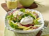 Pochierte Eier auf gemischtem Salat Rezept