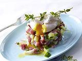 Pochierte Eier auf Schinken-Gurken-Tatar Rezept