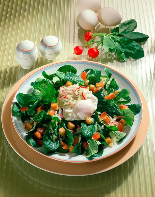 Pochiertes Ei auf Feldsalat Rezept