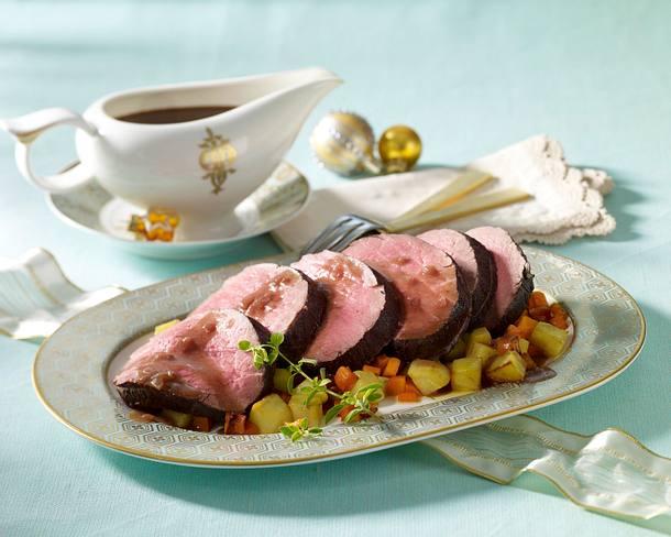 Pochiertes Rinderfilet in Rotweinsoße mit Röstkartoffeln und Möhren +  Variante Rezept