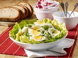 Polnischer Eiersalat mit Gurke und Lauchzwiebeln Rezept