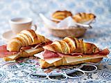 Portugiesische Croissants mit Käse und Schinken Rezept
