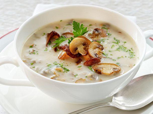 Pürierte feine Pilzsuppe mit Pfifferlingen und Champignons Rezept