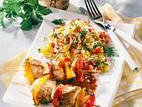 Puten-Paprika-Zwiebelspieß auf Gemüsereis Rezept