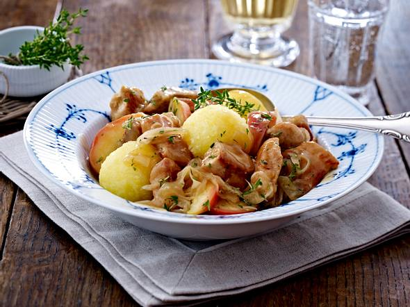 Puten-Saukraut-Gulasch mit Äpfeln Rezept