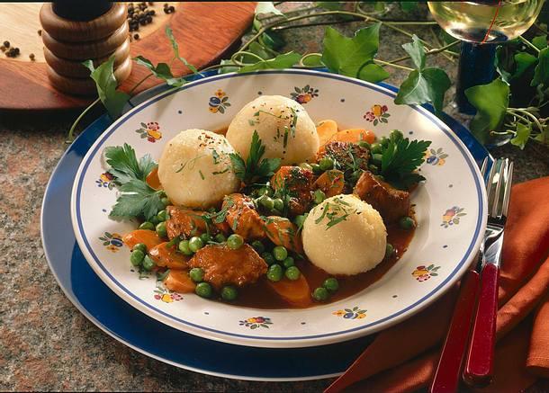 Putengulasch mit gefüllten Kartoffelklößen Rezept