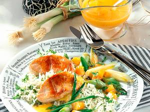 Putenmedaillons mit Aprikosen-Lauchzwiebelgemüse Rezept