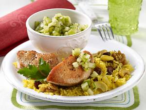 Putenmedaillons mit Curry-Nuss-Reis und Gurkensalsa Rezept