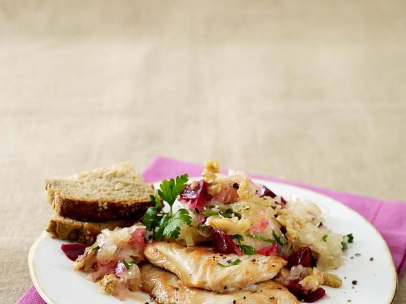 Putenmedaillons zu Sauerkraut-Rote Bete-Salat Rezept
