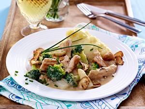 Putenragout zu Kartoffelstampf mit gerösteten Champignons Rezept