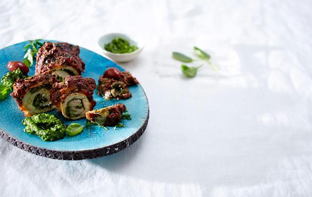 Putenröllchen mit Basilikum-Spinat- und Olivenpesto  Rezept