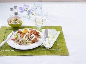 Putenröllchen mit Spinat-Parmaschinken-Füllung, Schmorgurken-Radieschen-Dill-Ragout Rezept