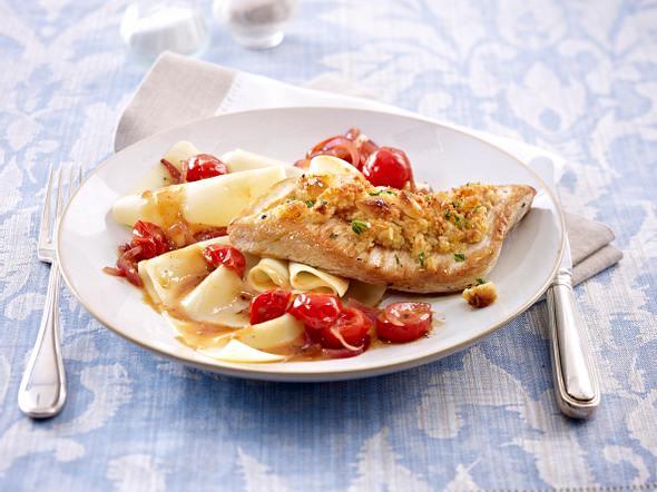 Putenschnitzel mit Macadamia-Rauke Haube und geschmorten Tomaten Rezept
