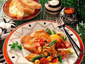 Putenschnitzel mit süßsaurem Zwiebelgemüse Rezept