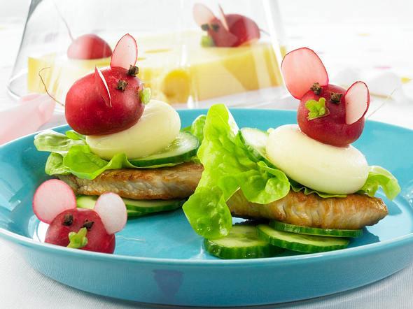 Putensteak mit Käse und Radieschen-Mäusen Rezept