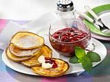 Quark-Grieß-Püfferchen mit Roter Grütze Rezept