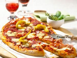 Quatro Salsiccia (Pizza mit viererlei Wurst) Rezept