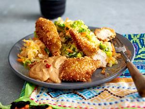 Quinoa Chicken Fingers mit Erdnusssoße Rezept