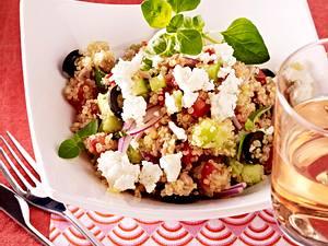 Quinoa mit Feta, Thunfisch und Oliven Rezept