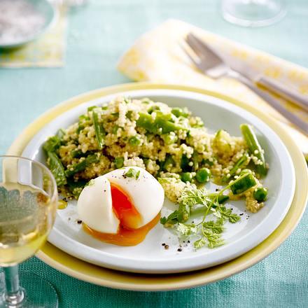 Quinoasalat mit gekochtem Ei, Bohnen und Gurke Rezept